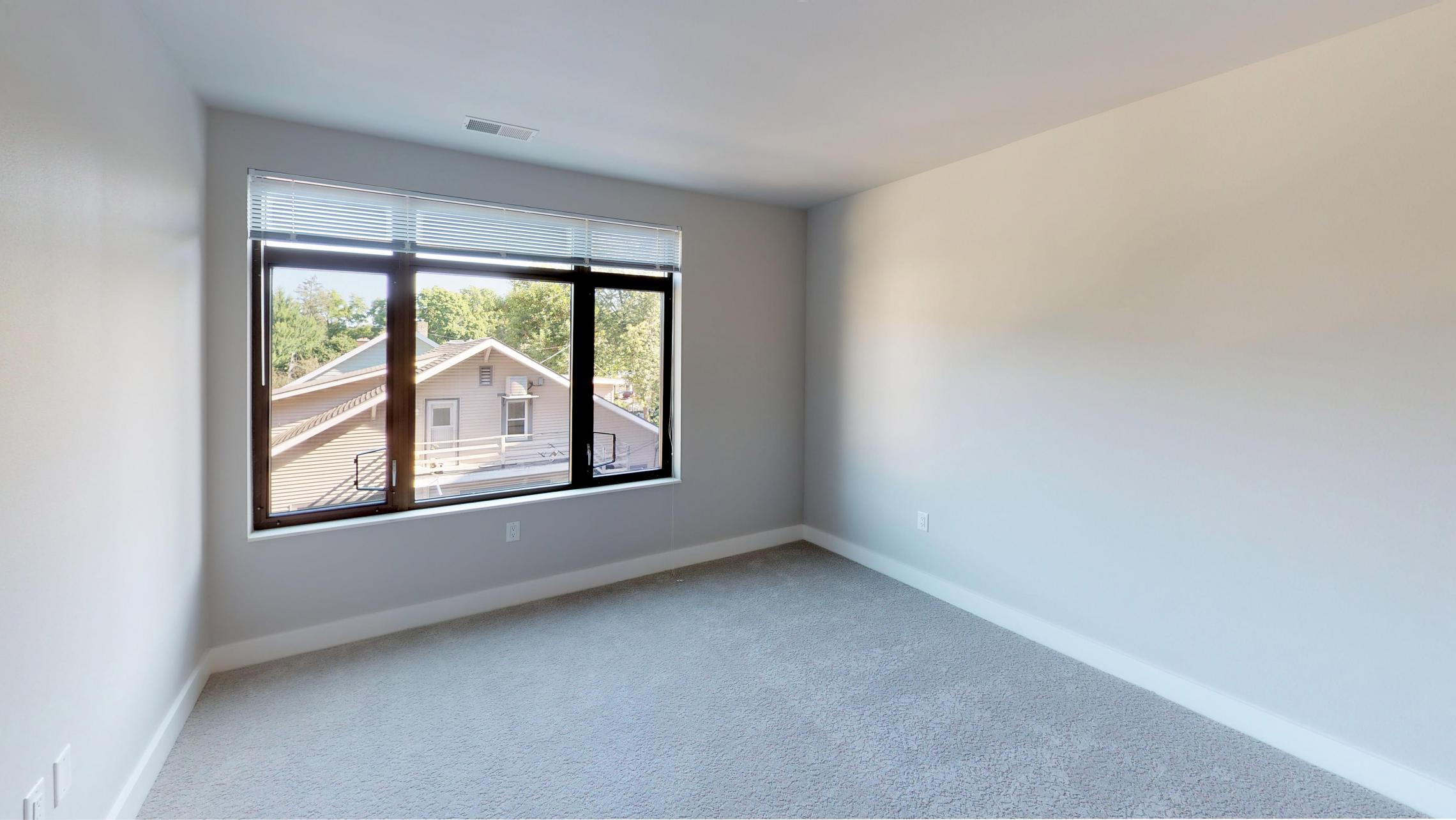 1722-Monroe-Apartment-220-Three Bedroom-Modern-Luxury-Corner-Balcony-Urban-Living-Bathroom-Vanity-Tub