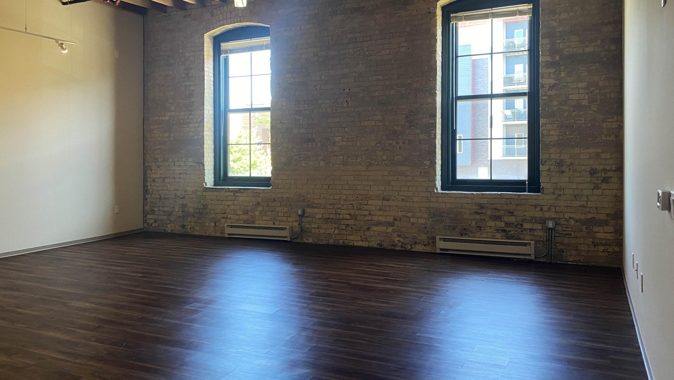 Tobacco-Lofts-Yards-Apartment-E211-One-Bedroom-Historic-Exposed-Brick-Timber-Beams-High-Ceilings-Design-Unique-Downtown-Bike-Path-Kitchen-Bathroom-Cats-Fitness-Courtyard-Lounge