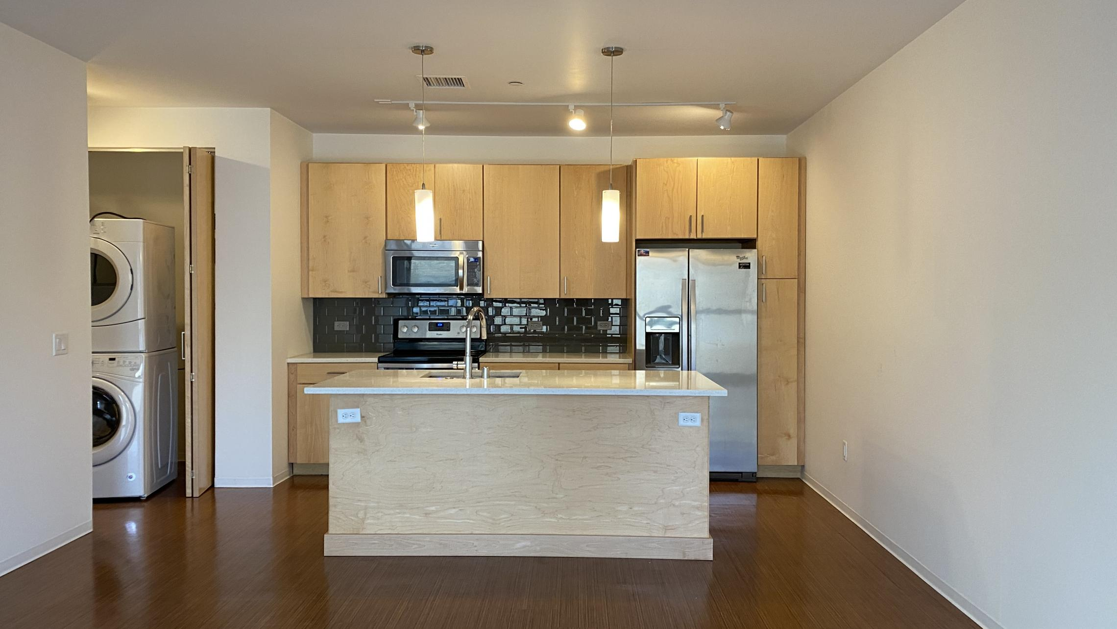 SEVEN27-Apartment-218-One-Bedroom-The-Yards-Modern-Upscale-Design-Luxury-Fitness-Courtyard-Lougne-Pets-Living-Kitchen-Downtown-Madison-Lake-Capitol-Lifestyle