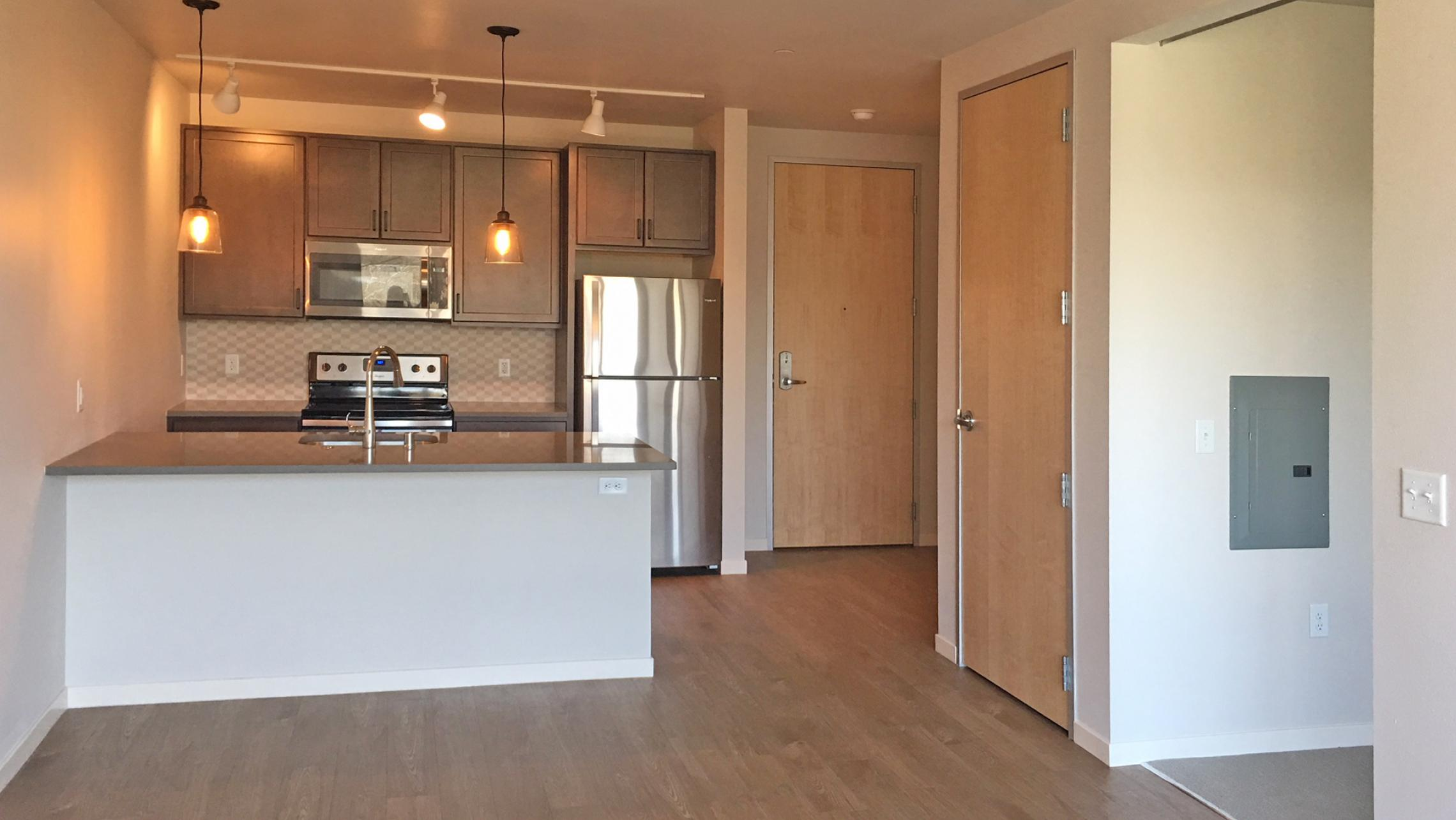 Quarter-Row-Apartments-304-One-Bedroom-Downtown-Madison-The-Yards-Luxury-Upscale-Modern-Madison-Bike-Path-Parks-Lake-Design