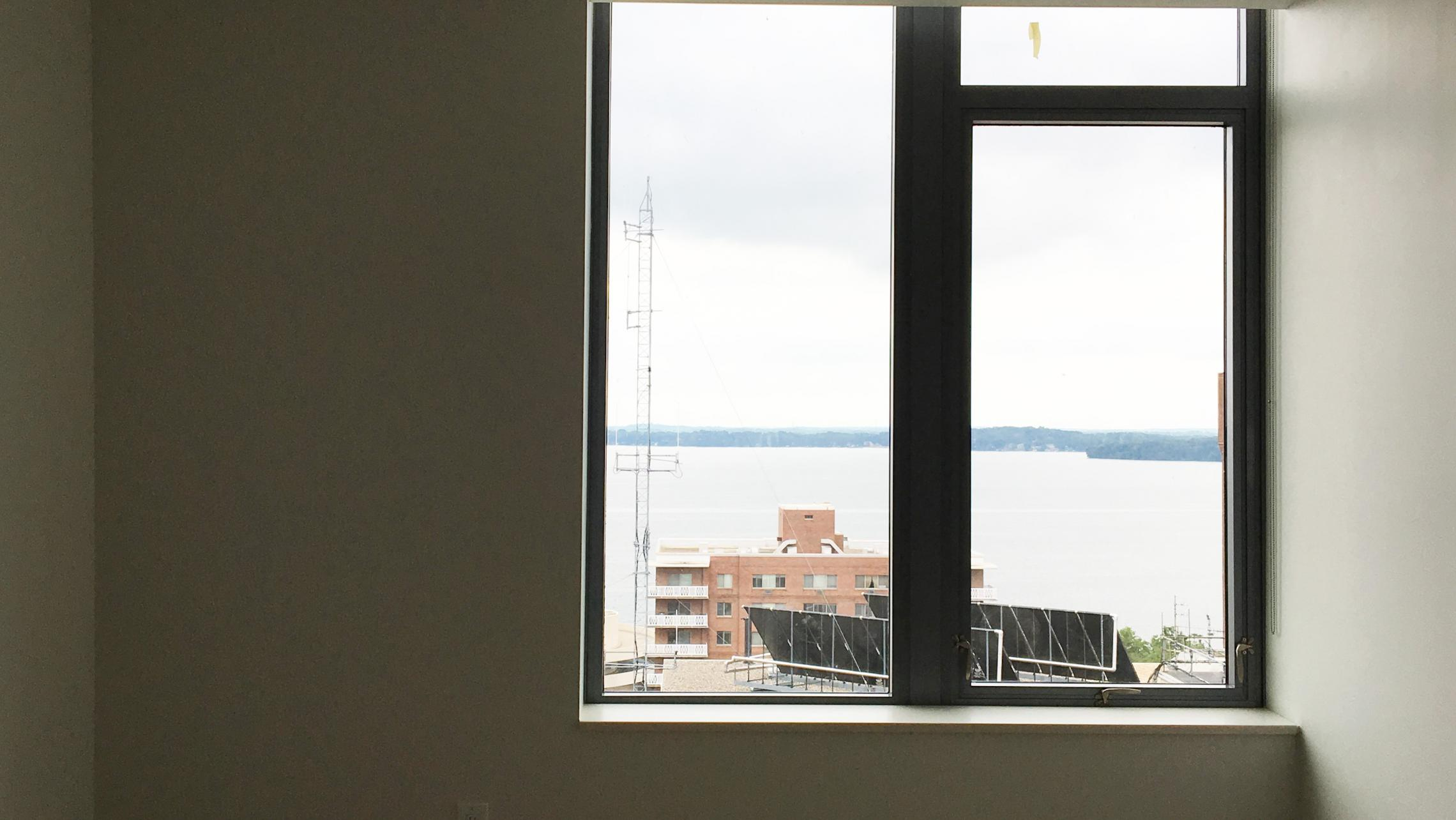 The-Pressman-Apartments-911-Top-Floor-Lake-View-Modern-Upscale-Luxury-Lifestyle-Capitol-Square-Gym-Fitness-Terrace-Downtown-Madison