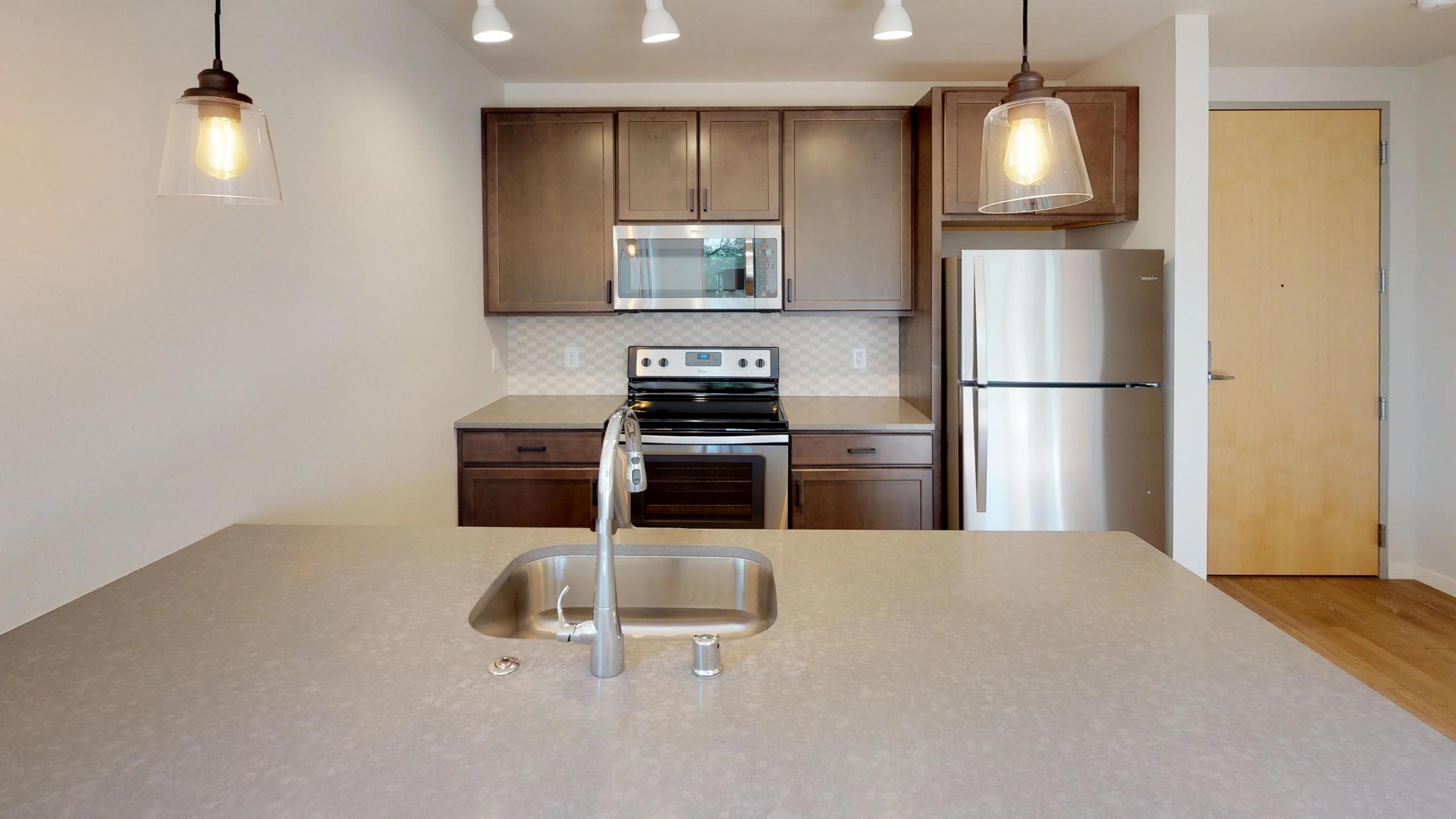 Quarter-Row-Yards-Apartment-226-Corner-Windows-One-Bedroom-Modern-Upscale-Fitness-Lounge-Courtyard-Downtown-Madison-Balcony-Amenities-Luxury