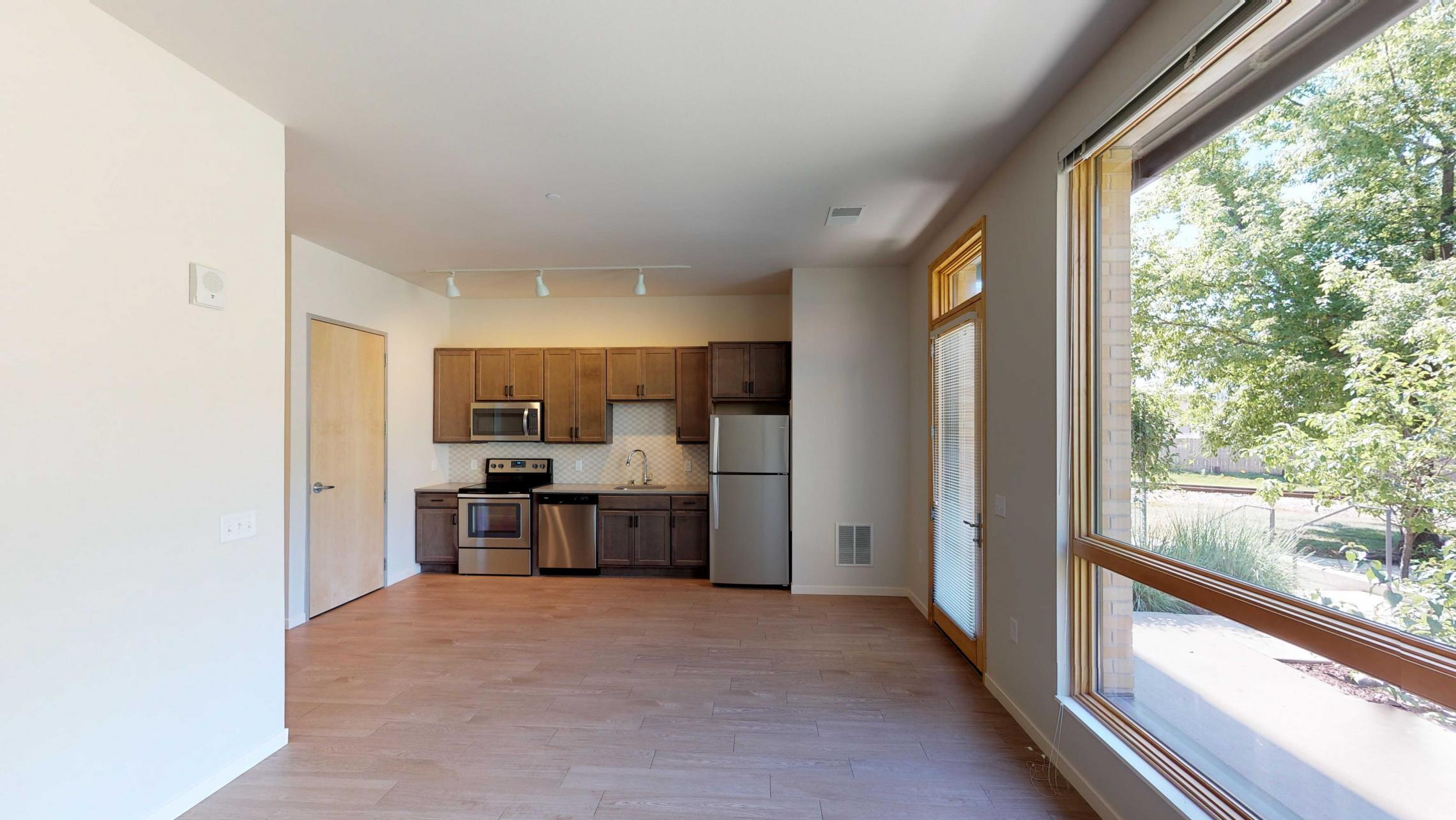 Quarter-Row-Yards-Apartment-104-One-Bedroom-Patio-Modern-Upscale-Fitness-Lounge-Courtyard-Downtown-Madison-View-Bike-Trail-Lifestyle-Lake-Monona