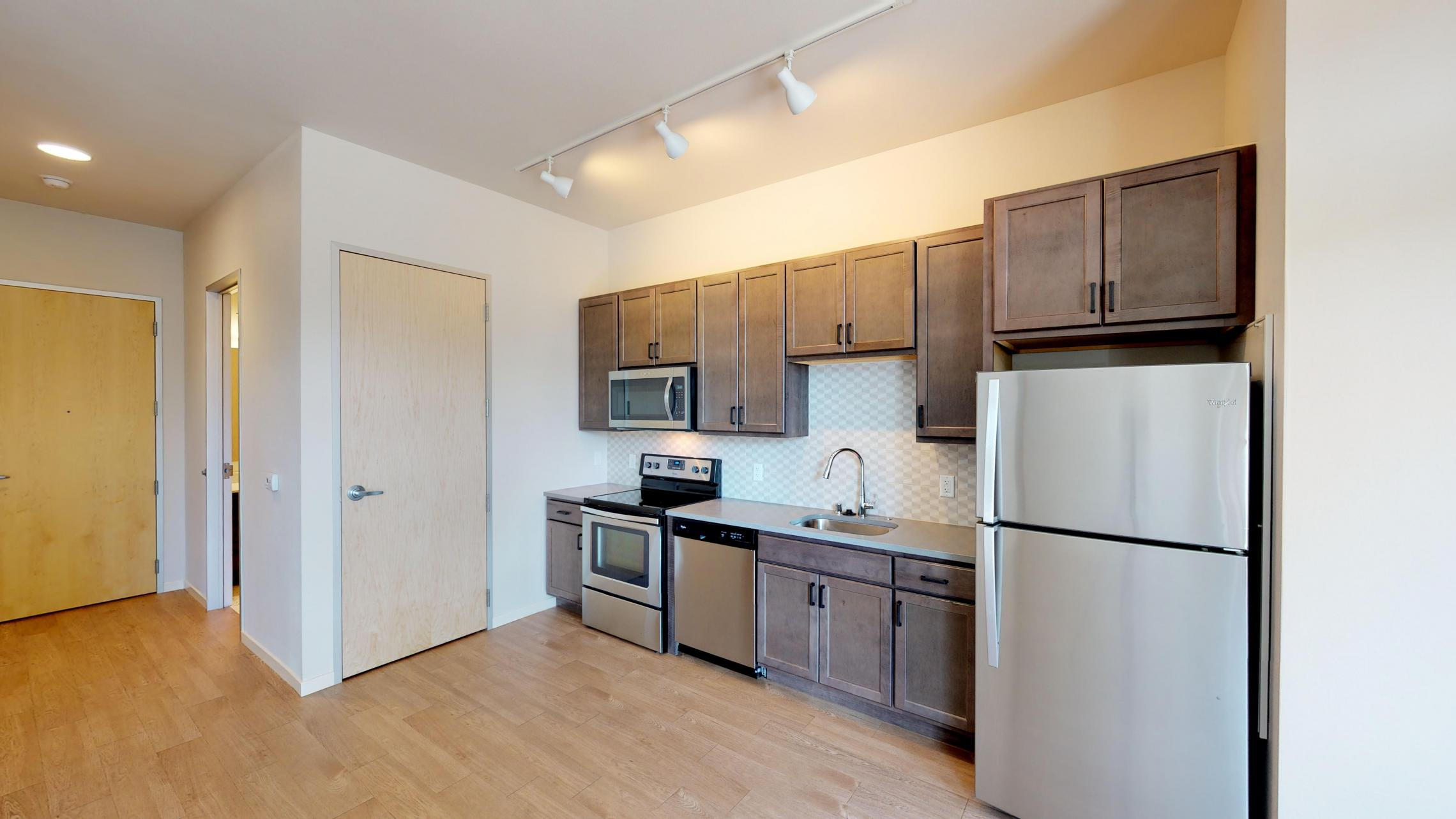 Quarter-Row-Apartment-109-One-Bedroom-Modern-Patio-Downtown-Madison-Lake-view-bike-city