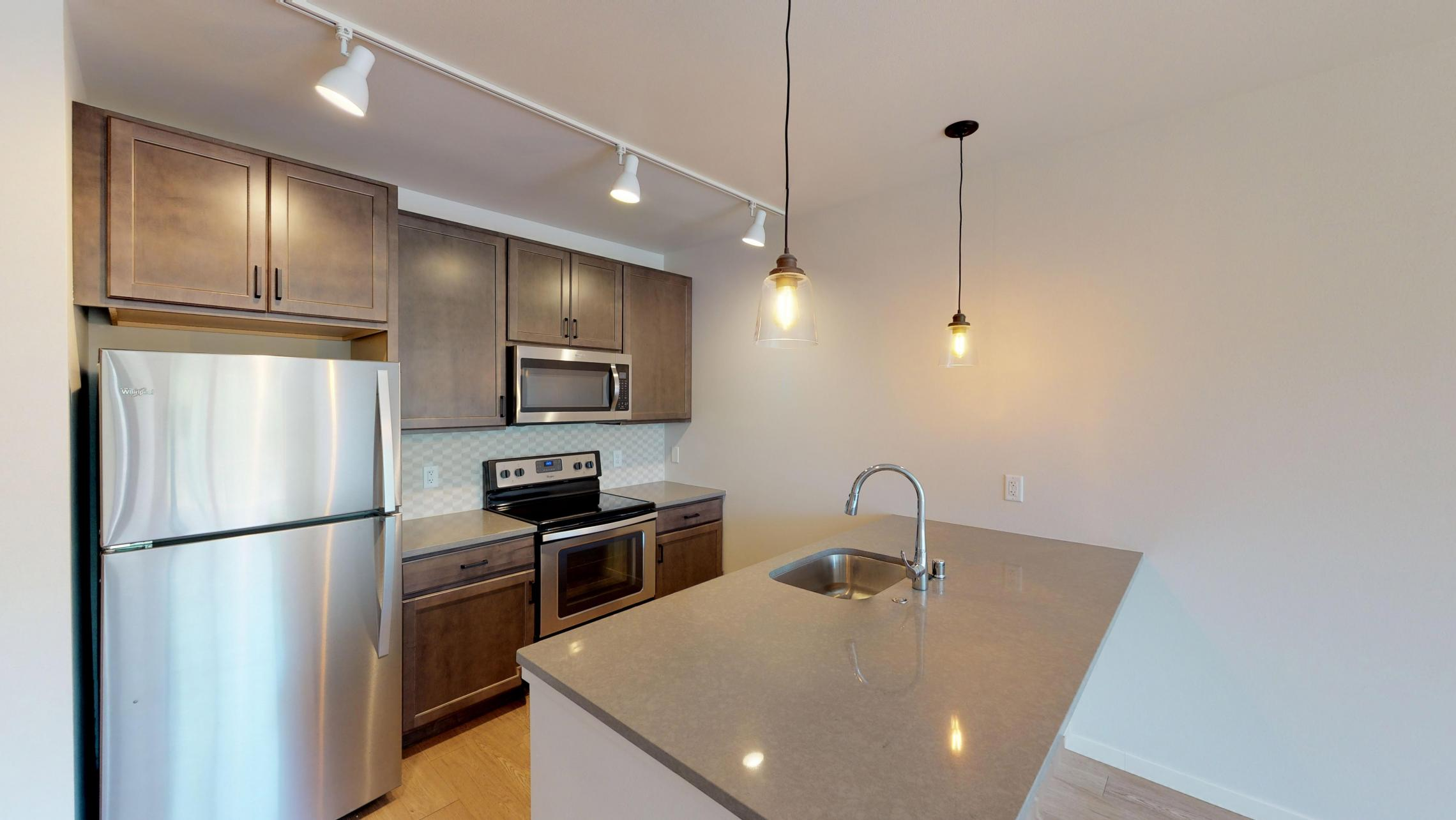 Quarter-Row-Yards-Apartment-208-One-Bedroom-Modern-Upscale-Fitness-Lounge-Courtyard-Downtown-Madison -Amenities-Luxury