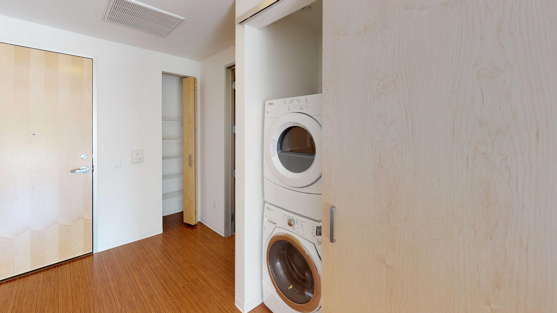 SEVEN27-Apartment-115-studio-lake view-modern-upscale-downtown-madison-patio-courtyard-laundry-closet.jpg