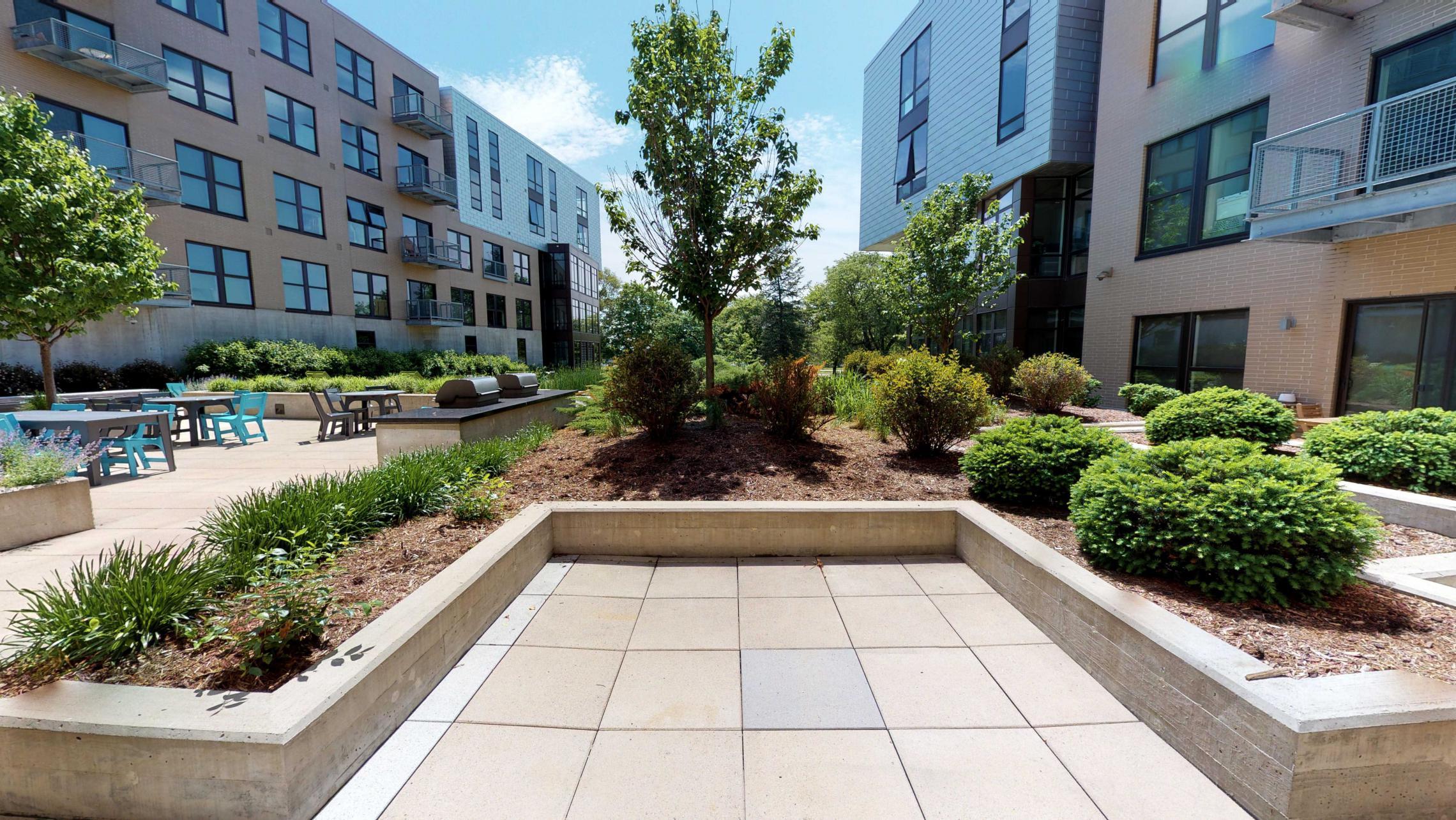 SEVEN27-Apartment-115-studio-lake view-modern-upscale-downtown-madison-patio-courtyard.jpg