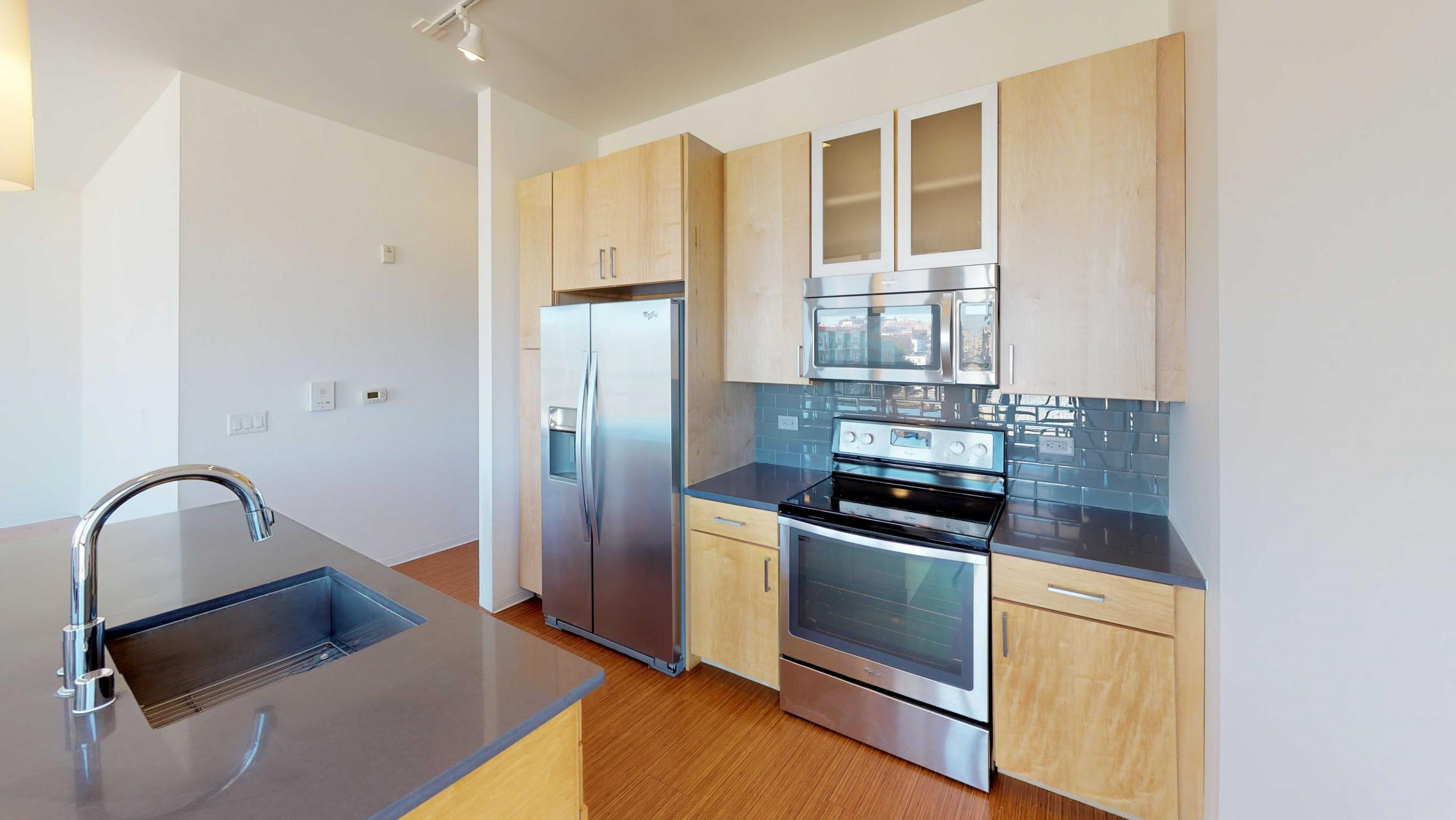 SEVEN27-Apartment-524-Kitchen-wo bedroom-Modern-Luxuy-Upscale-Capitol View-Lake View-Tp Floor-Balcony-Terrace-City View.jpg