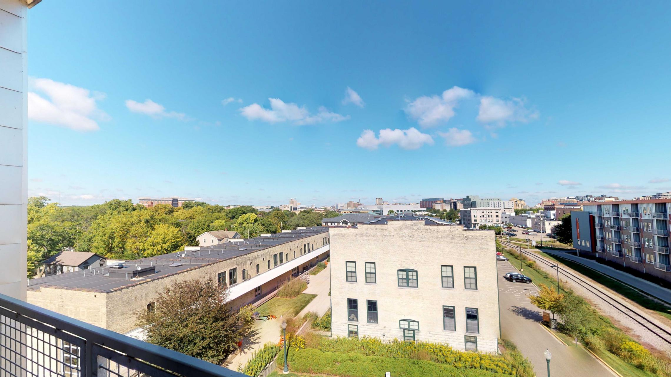 SEVEN27-Apartment-524-Two bedroom-Modern-Luxuy-Upscale-Capitol View-Lake View-Tp Floor-Balcony-Terrace-City View-madison.jpg