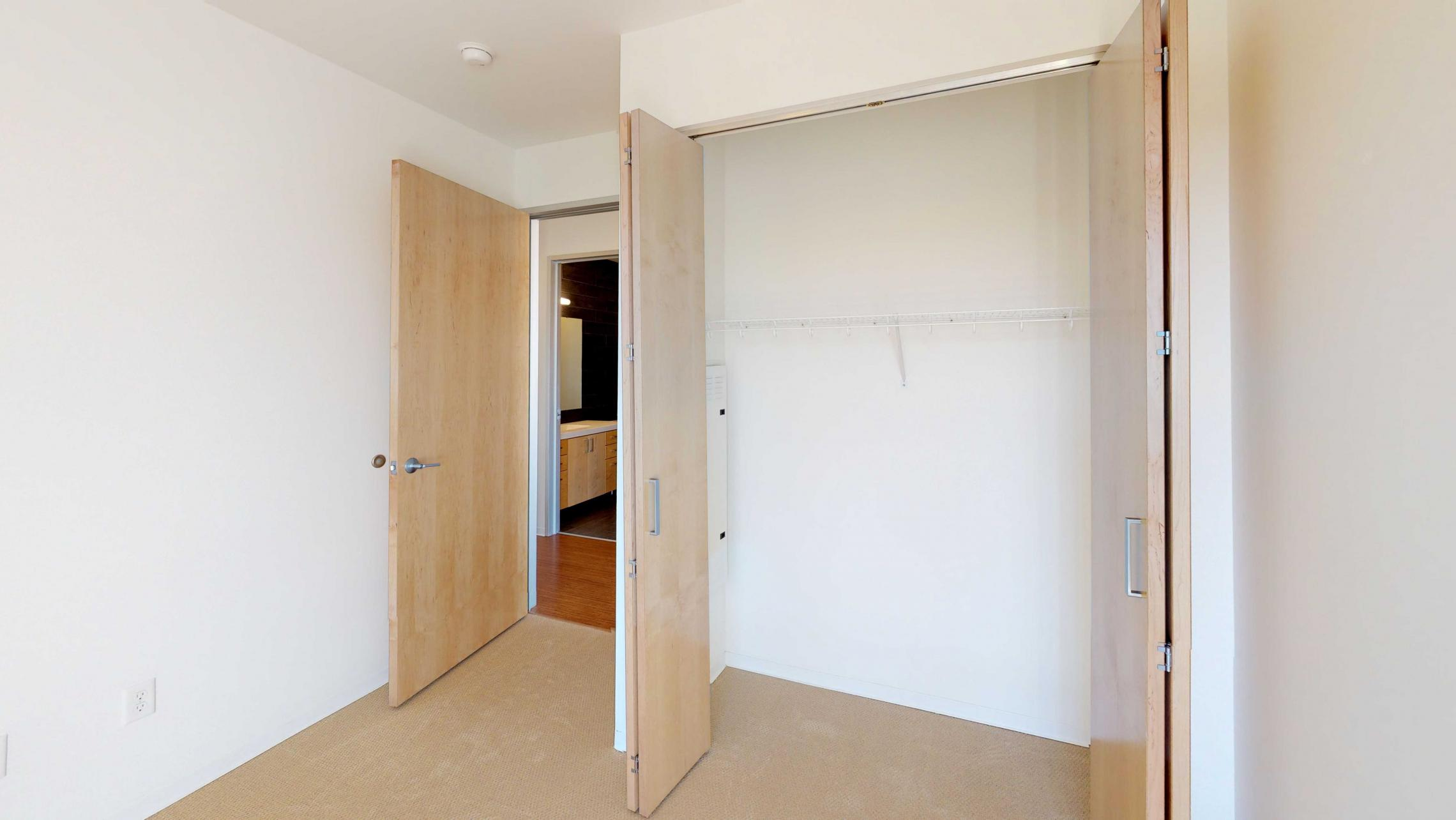 SEVEN27-Apartment-524-wo bedroom-Modern-Luxuy-Upscale-Capitol View-Lake View-Tp Floor-Balcony-Terrace-City View-Guest-Bedroom-closet.jpg