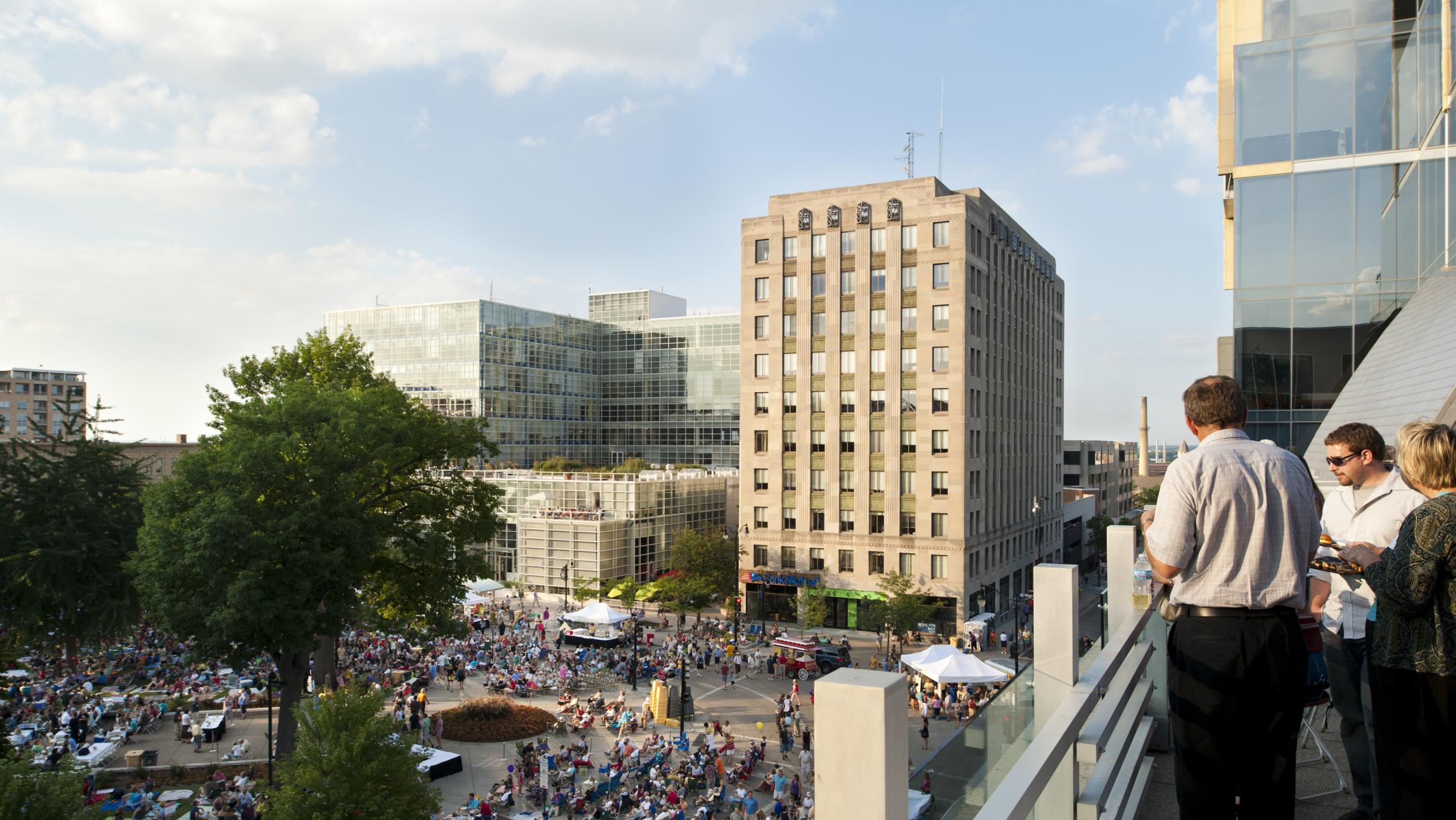 ULI US Bank Plaza and Tenney Plaza, Concerts on the Square Event