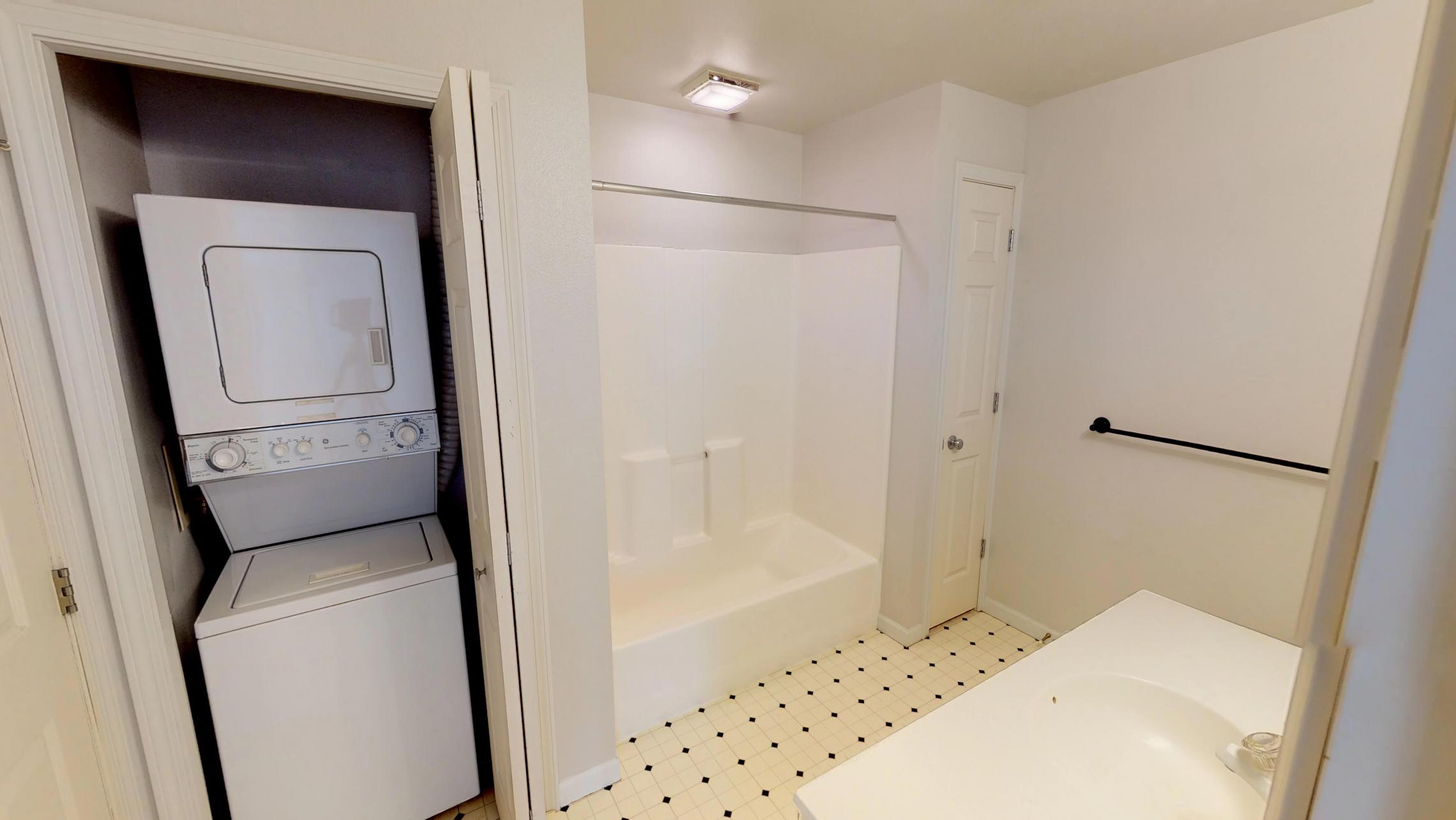 Wilson-Bay-Apartments-303-one bedroom-bathroom-washer dryer- downtown-balcony