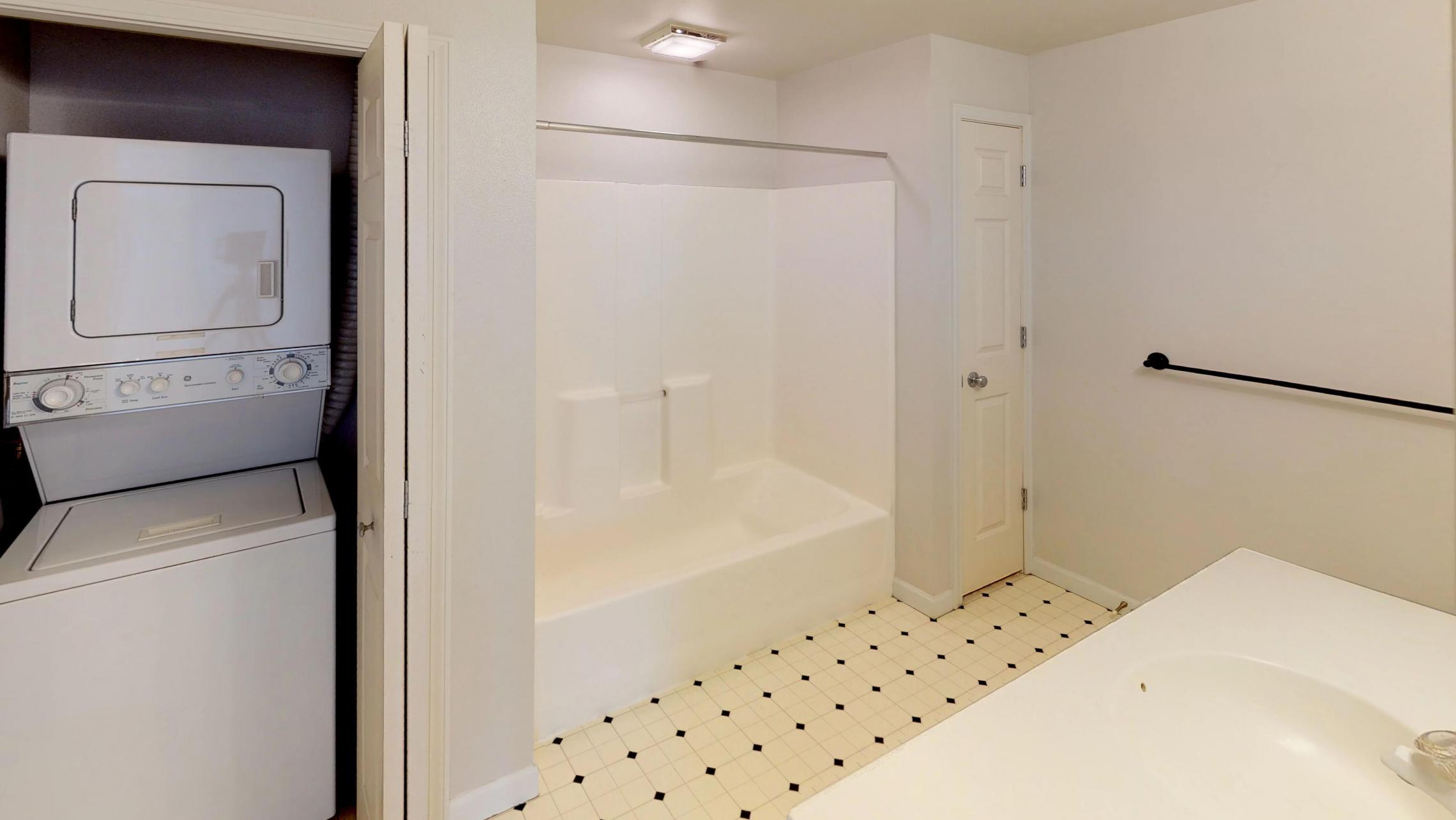 Wilson-Bay-Apartment-303-One-Bedroom-Downtown-Madison-Balcony-Top-Floor-Vaulted-Ceiling-Living-Bathroom-Laundry
