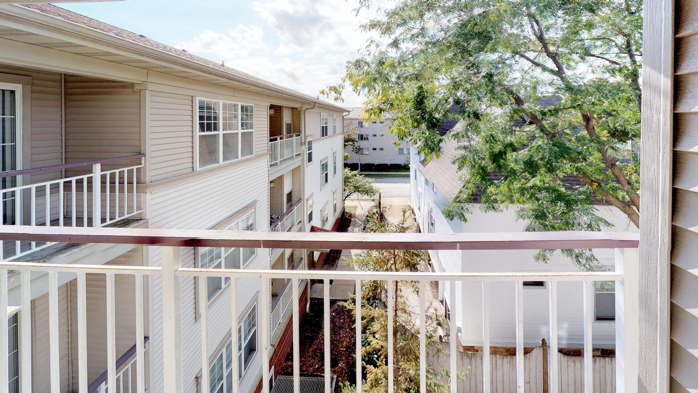 Wilson-Bay-Apartment-303-One-Bedroom-Downtown-Madison-Balcony-Top-Floor-Vaulted-Ceiling-Living-View