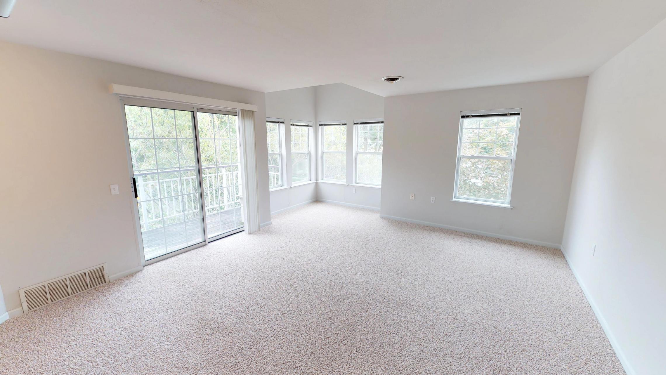 Wilson-Bay-Apartments-306-one bedroom- downtown- balcony-natural light