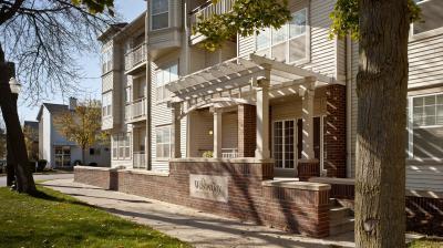ULI Wilson Bay Apartments - Building Entrance